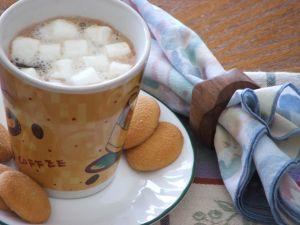 Wiśniowa czekolada z piankami marshmallows