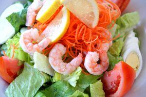 Lekka sałatka z krewetkami – zdrowo, dietetycznie, pysznie!