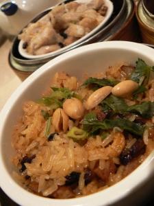 Rozgrzewające śniadanie – ryż z warzywami i orzechami ziemnymi