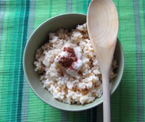 Kokosowo-daktylowa kasza jaglana – o tym, że zdrowie może smakować